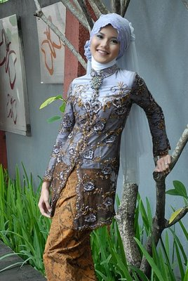 http://penjahitkebayaindonesia.files.wordpress.com/2011/08/kebaya-muslim.jpg